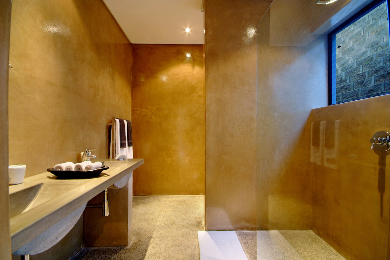 THE PLATINUM BOUTIQUE HOTEL | One of the designer bathrooms